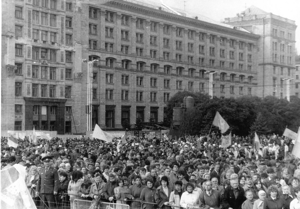 Mass Demonstration in Kyiv, 1990. Source: http://www.istpravda.com.ua