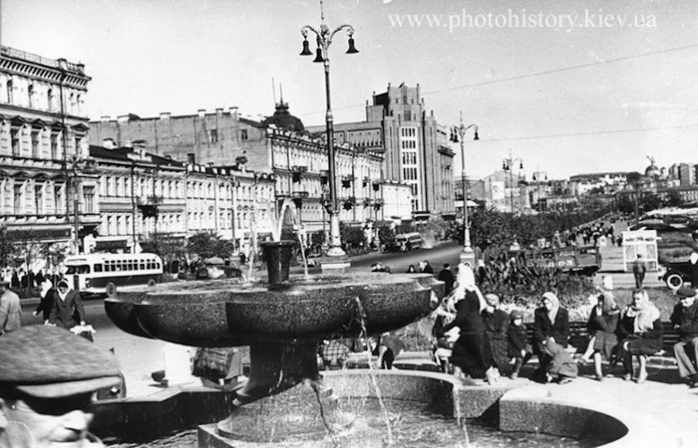 The real accomplishments of the Soviet government in the city were much less impressive, as this photograph of Khreshchatyk shows.
