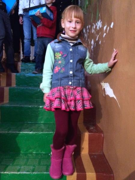 Поліна завжди мріяла про такі рожеві чоботи